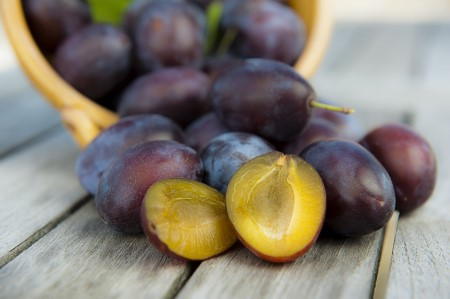 How to select, store and prepare plums