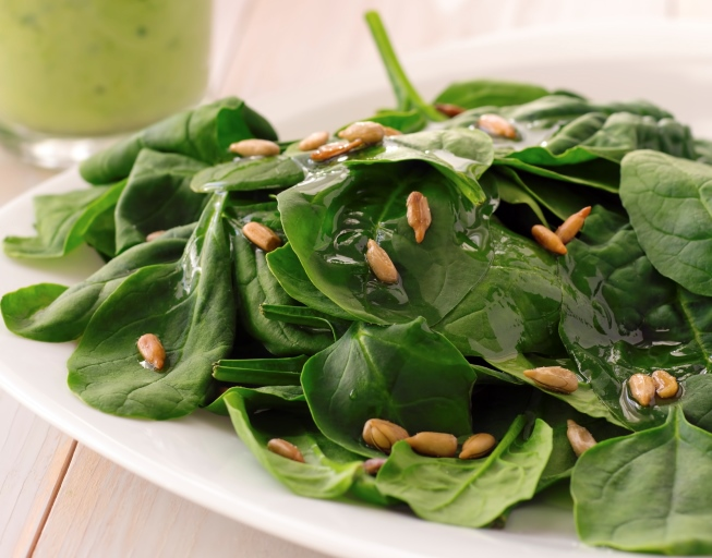 Simple Nutritious Spinach Salad with Sunflower Seeds
