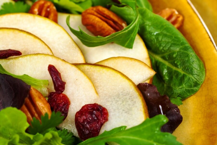 Green Salad with Pecans